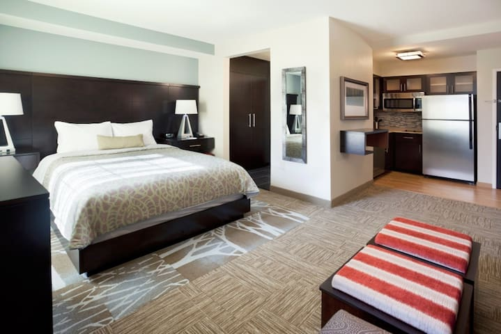 Staybridge Suites! Free Breakfast, Indoor Pool, Studio Near Great Lakes Crossing Outlets!