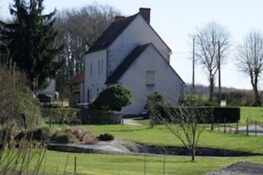 la maison vue depuis l'écluse