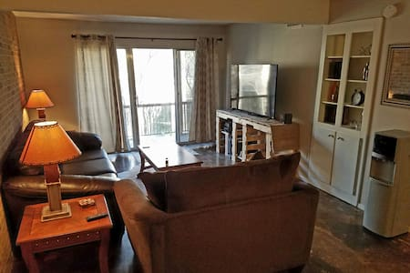 Private Room rental in the SOCO District - Austin - Apartment