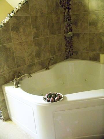 Corner Whirlpool tub