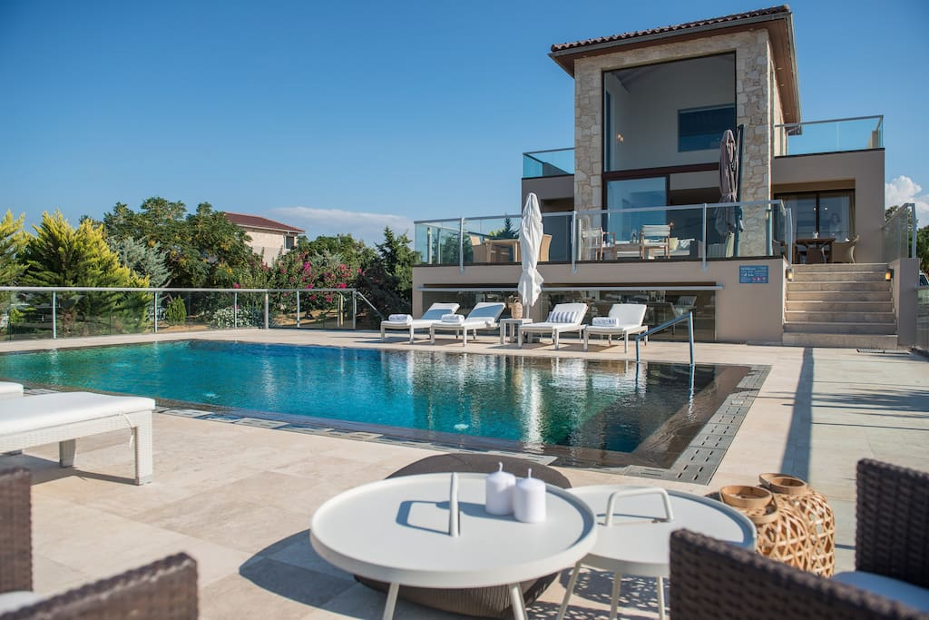 Private swimming pool with lot of sunbeds
