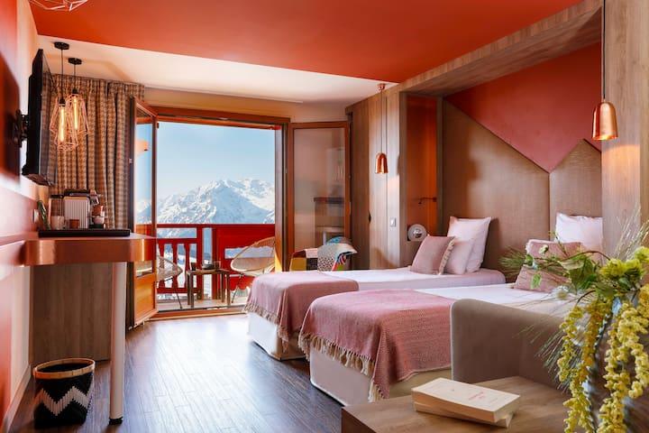 Idéale pour un séjour à 2 au sommet du confort et des cimes - vue panoramique sur les sommets alpins et design contemporain au pied des pistes et en centre station