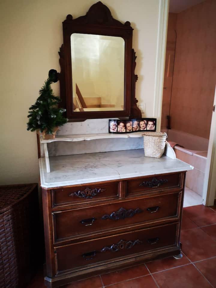 habitación con baño cerca de Madrid
