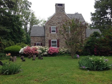 Comfortable Space(s) in  Beautiful Colonial