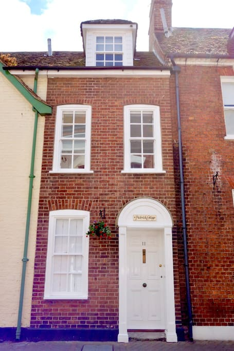 Come and stay at the smallest cottage in the town. One of Poole Quay's listed properties...