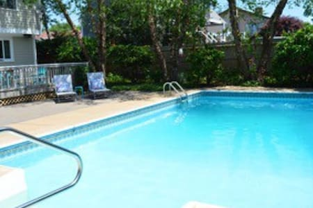 Family House w/Pool, Near Beaches & Newport