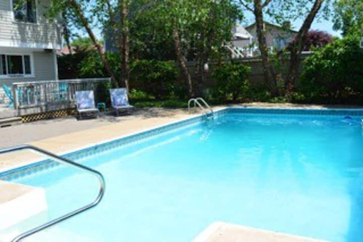 Family House w/Pool & AC, Near Beaches & Newport