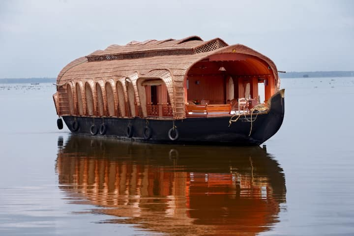 Beautiful Houseboat Stay in Vembanad Lake