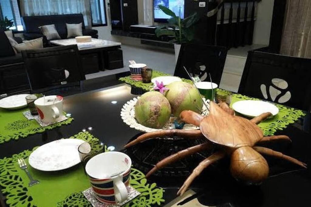 舒適寬敞的客廳與餐室