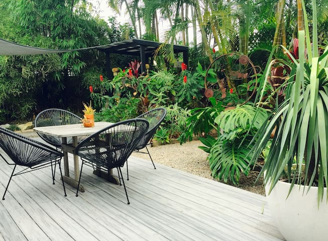 Relaxed and Funky pad in quiet area - Noosa Heads - Rumah