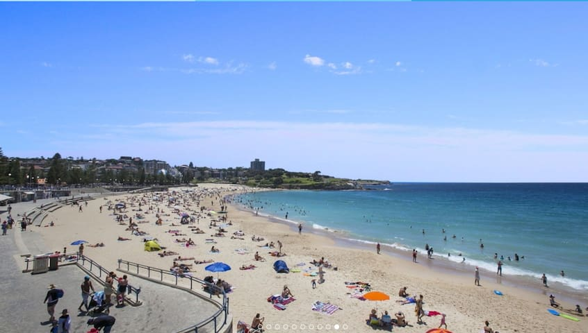 ''Tahiti' Beachside Room - 1 min to Coogee Beach