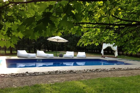 Shabby chic stylish country home w/hottub and pool - Saugerties - Haus