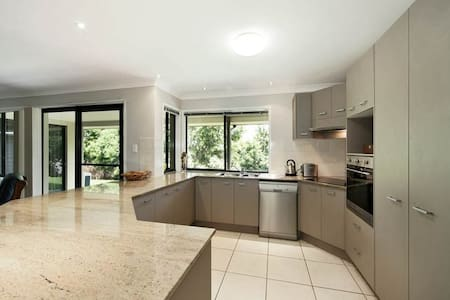 Room  in Noosa hinterland home - Dom
