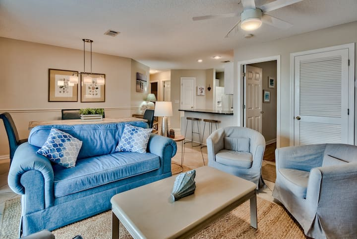South of 30A/Walk to Beach! Pool and Tennis Courts! Family Friendly!