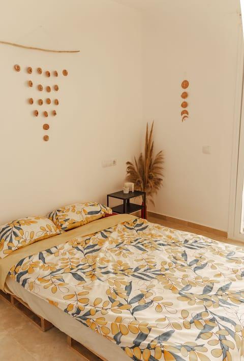 RUM+ PRIVAT BADRUM i delad lägenhet 5 minuter från stranden