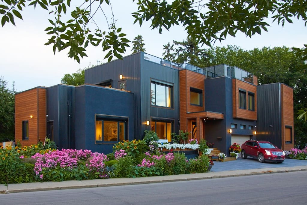 Ultra Modern Luxury Home In The Heart Of Edmonton