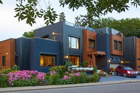 Ultra Modern Luxury Home in Downtown Edmonton. - Edmonton