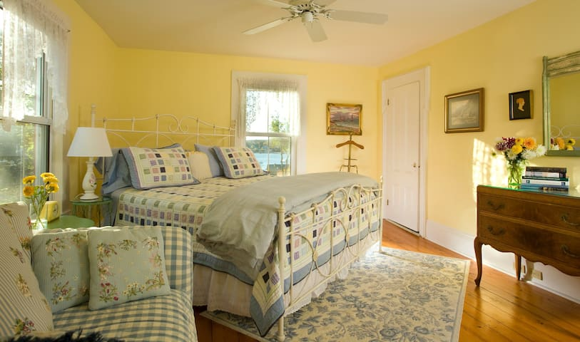 The Dory - Harbour Cottage Inn Bed and Breakfast