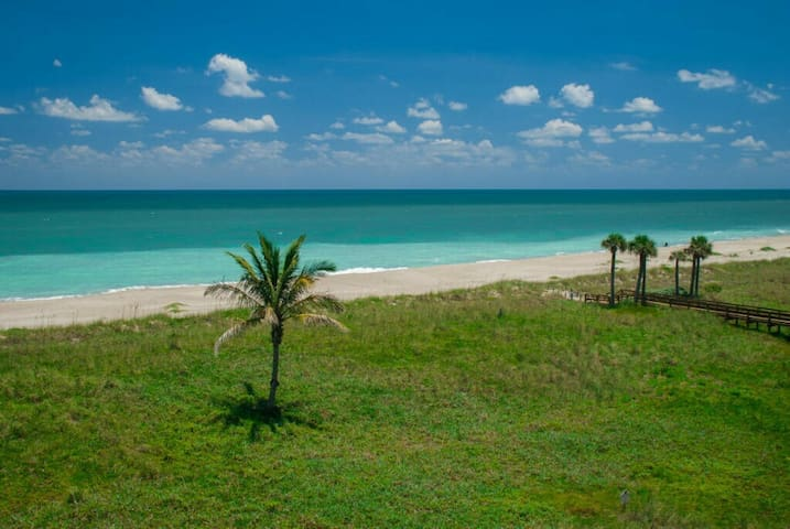 Ocean Front Complex Private Balcony - Fort Pierce - Appartement