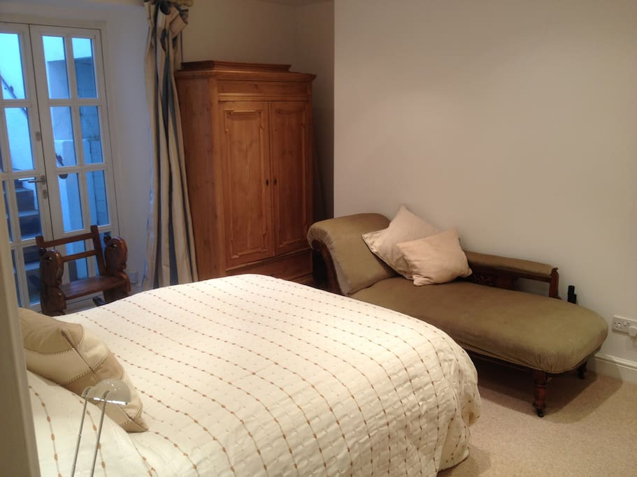 Good sized double bedroom, warm, elegant and light