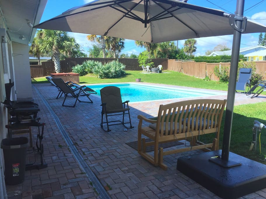 BARBECUE, POOL, FIREPIT, FENCE BACK YARD
