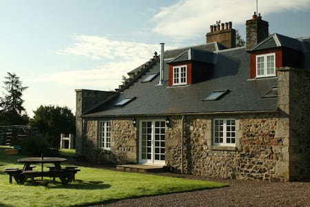 Sleeps 4/5, hot tub, WiFi, parking. - Scottish Borders - Casa