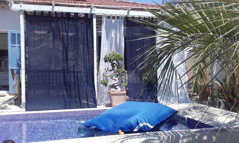 Toulon Studio 25m2  dans villa avec piscine