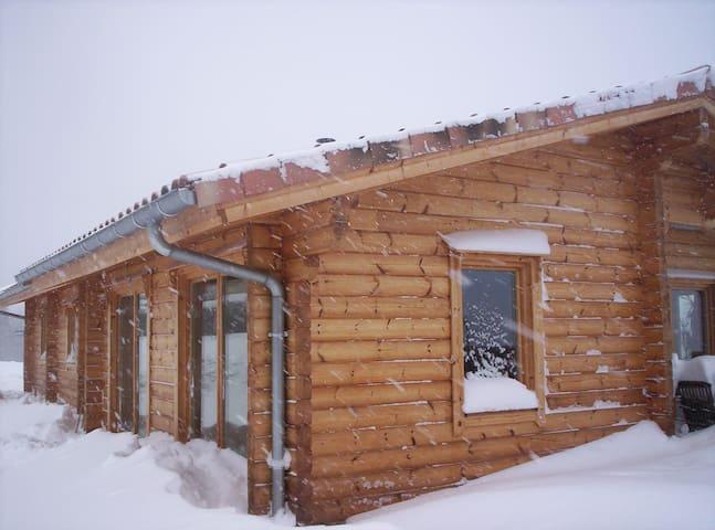 Chambre dans maison en bois massif - Lavelanet - Bed & Breakfast