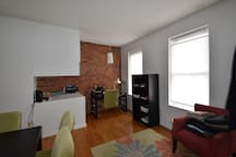 1br/ba Apt in East Rock- middle of all the action!