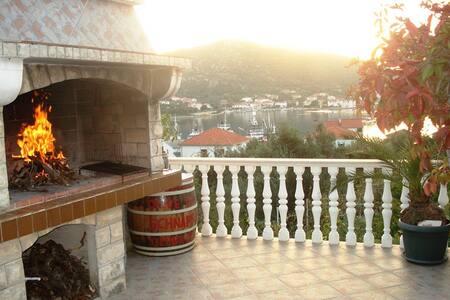 Apartment (2+1) Vinišće, Dalmatia - Vinišće