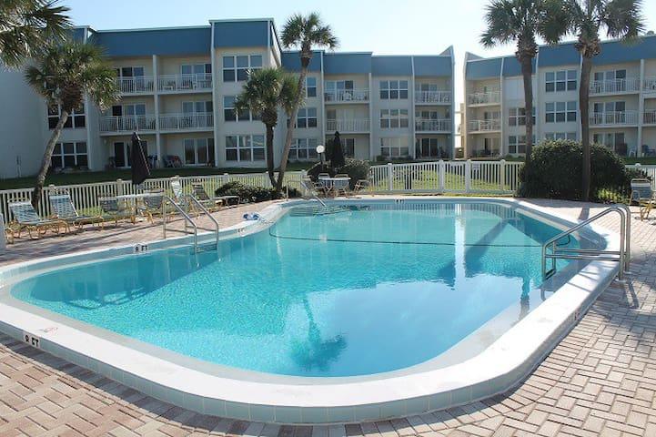 Tradewinds 24, Ocean Front Condo - St. Augustine - Lejlighedskompleks