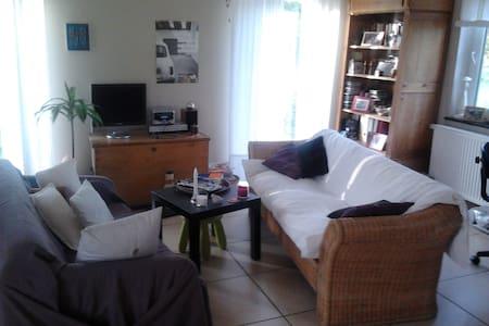 Chambre à louer dans cadre agréable - Lakás