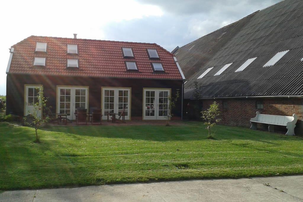 Buitenverblijf buiten westen huizen te huur in lageland for Buitenverblijf met vijver te koop
