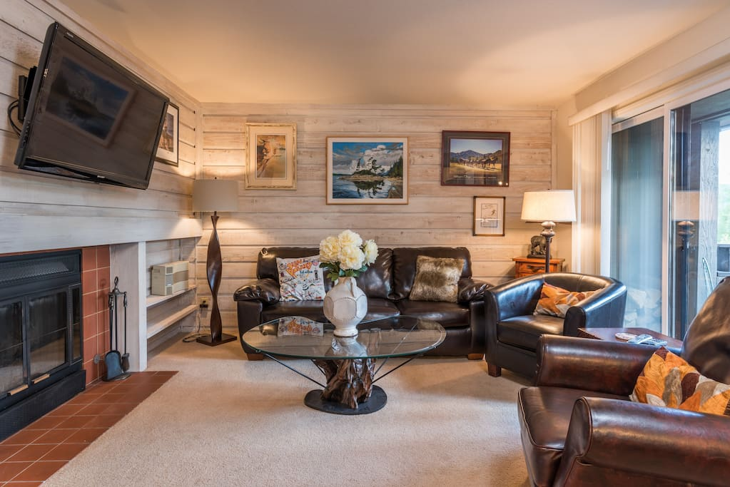 Comfortable living room, with fireplace, great views and large flat screen TV