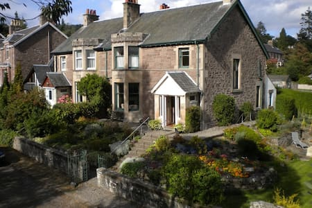 Large family home sleeps up to 10. - Crieff - Casa