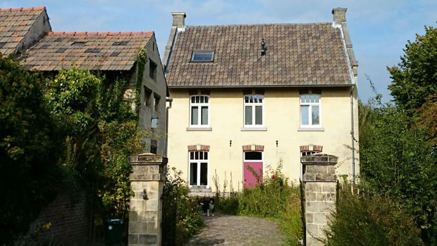 Lovely farmhouse with a great view - Valkenburg - Outros