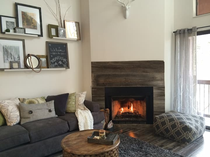 Cozy Mountain Condo - Steps From PC Ski Resort