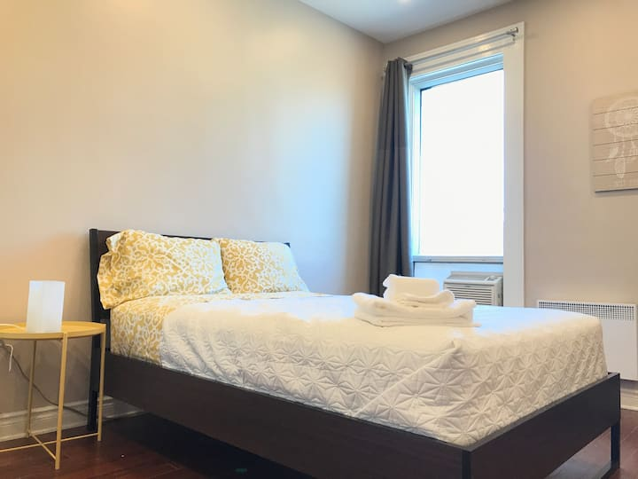 3-Amazing room in the center of Mount-Royal