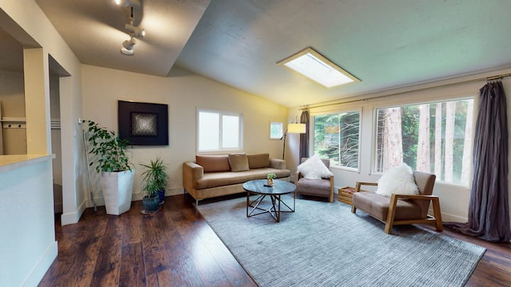 Quiet 2 Bedroom Redwood Park Retreat near HSU