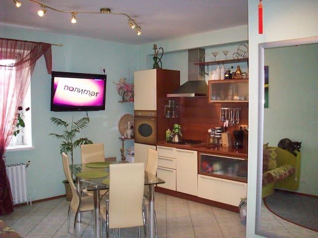 Cozy room in the center of the city - Khanty-Mansiyskiy - Wohnung