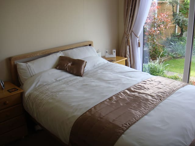 Quiet & Cosy Annex, Garden Outlook - Southend-on-Sea - Guest suite