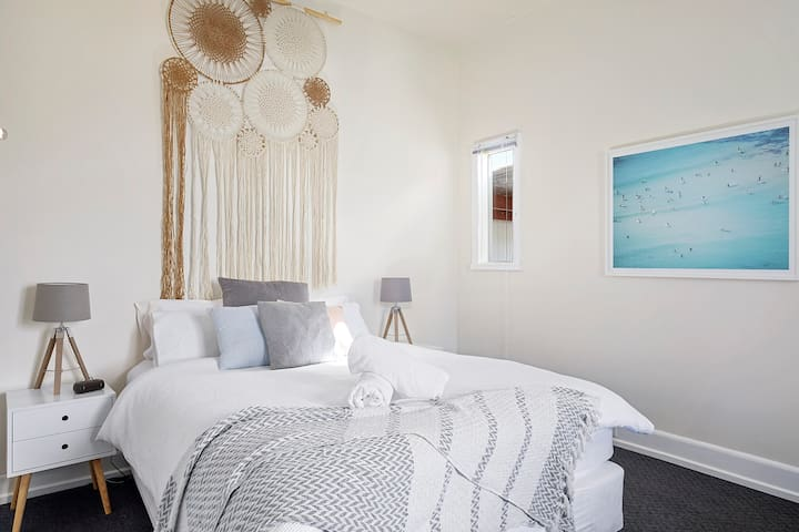 Beautifully renovated  2 bedroom beach cottage