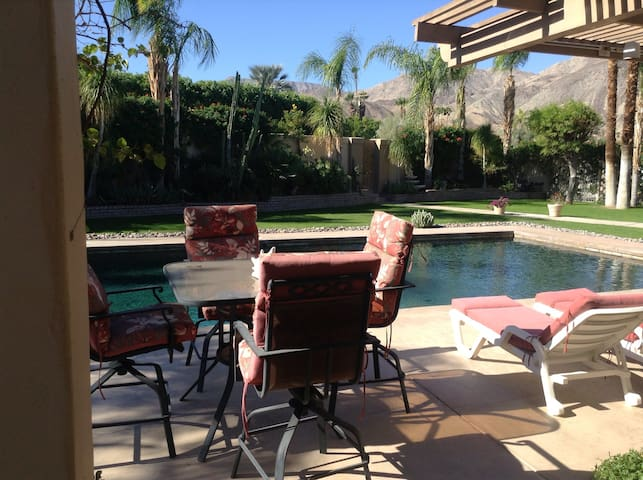 $110 Poolside 2 Room Suite w/ View - Palm Desert - Ház
