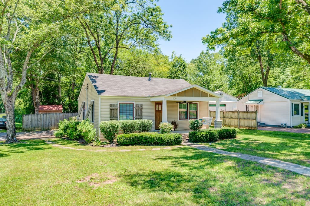 Located on a corner lot in a peaceful neighborhood, less than half a mile from Downtown Franklin's Main St.