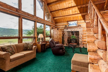 Mountain Rustic Log Home Vacation! - Ridgway - Hus
