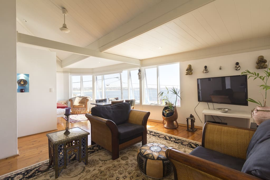 beach house lounge room