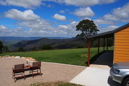 Wombat Cottage at Majestic View on 120 acres - Hampton