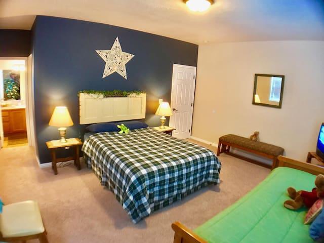 Cozy Cottage Near Tamarack Resort and Lake Cascade Fun