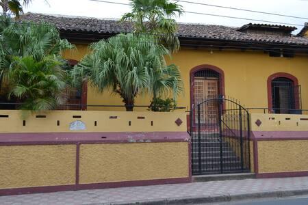 El Arca de Noe - Room Los Garrobos - Granada