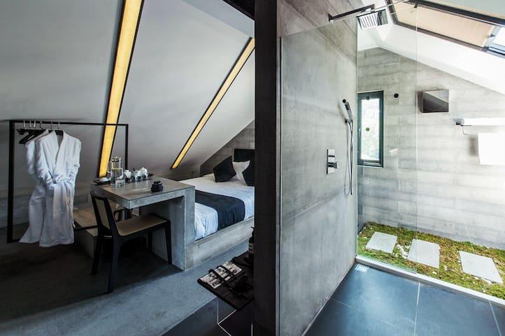 Myrica·Moon  A Designer  House